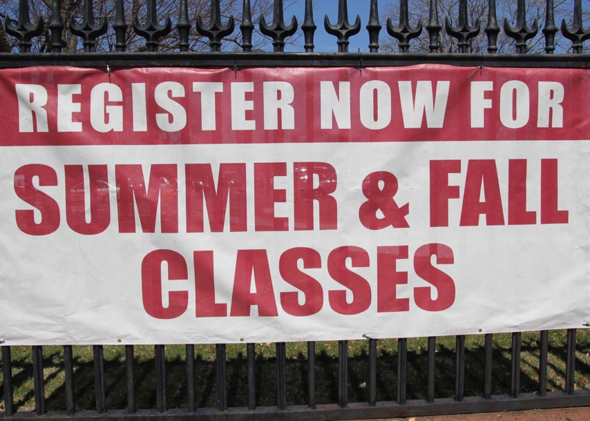 Image of sign for registering for summer and fall classes